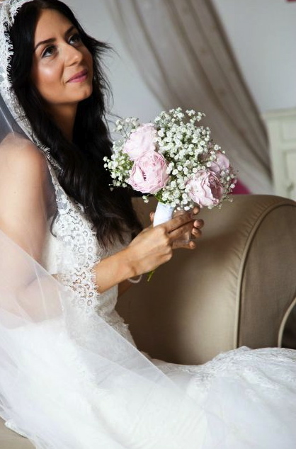 My DIY wedding day bridal makeup look soft simple romantic highlighter peonies gypsophila flowers bouquet lace chantilly mantilla cathedral veil